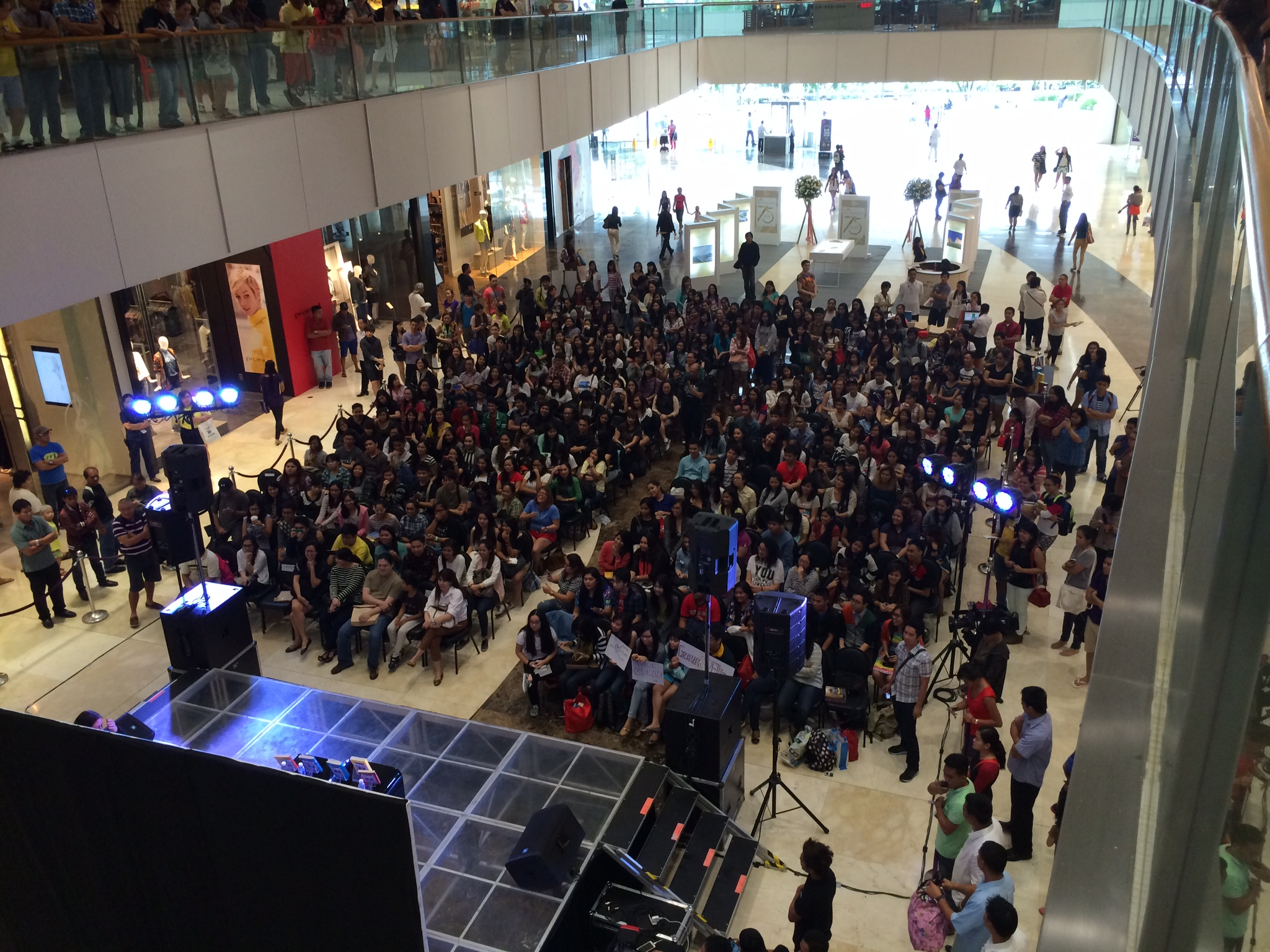 Mall crowd view 2