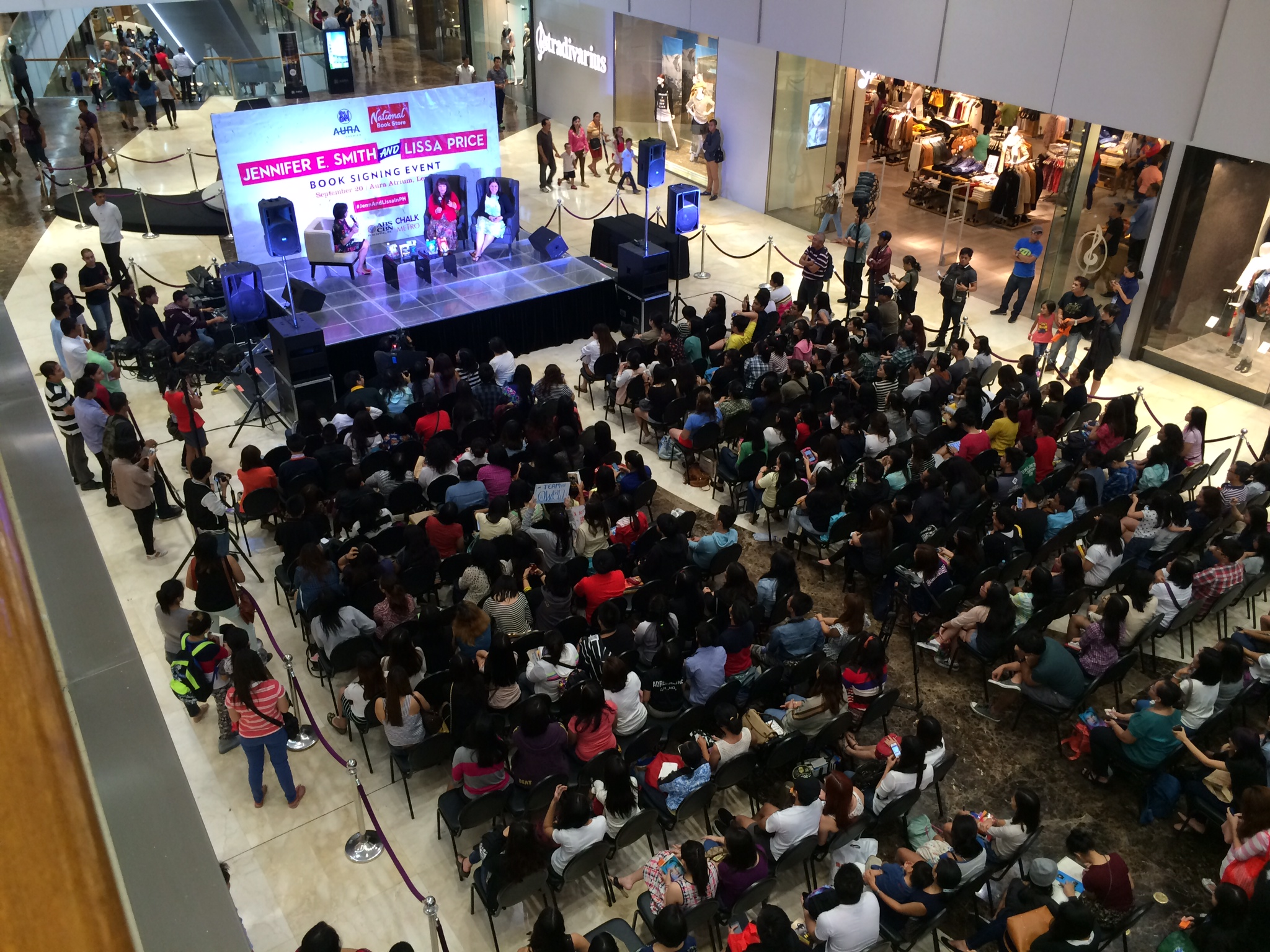 Mall crowd view