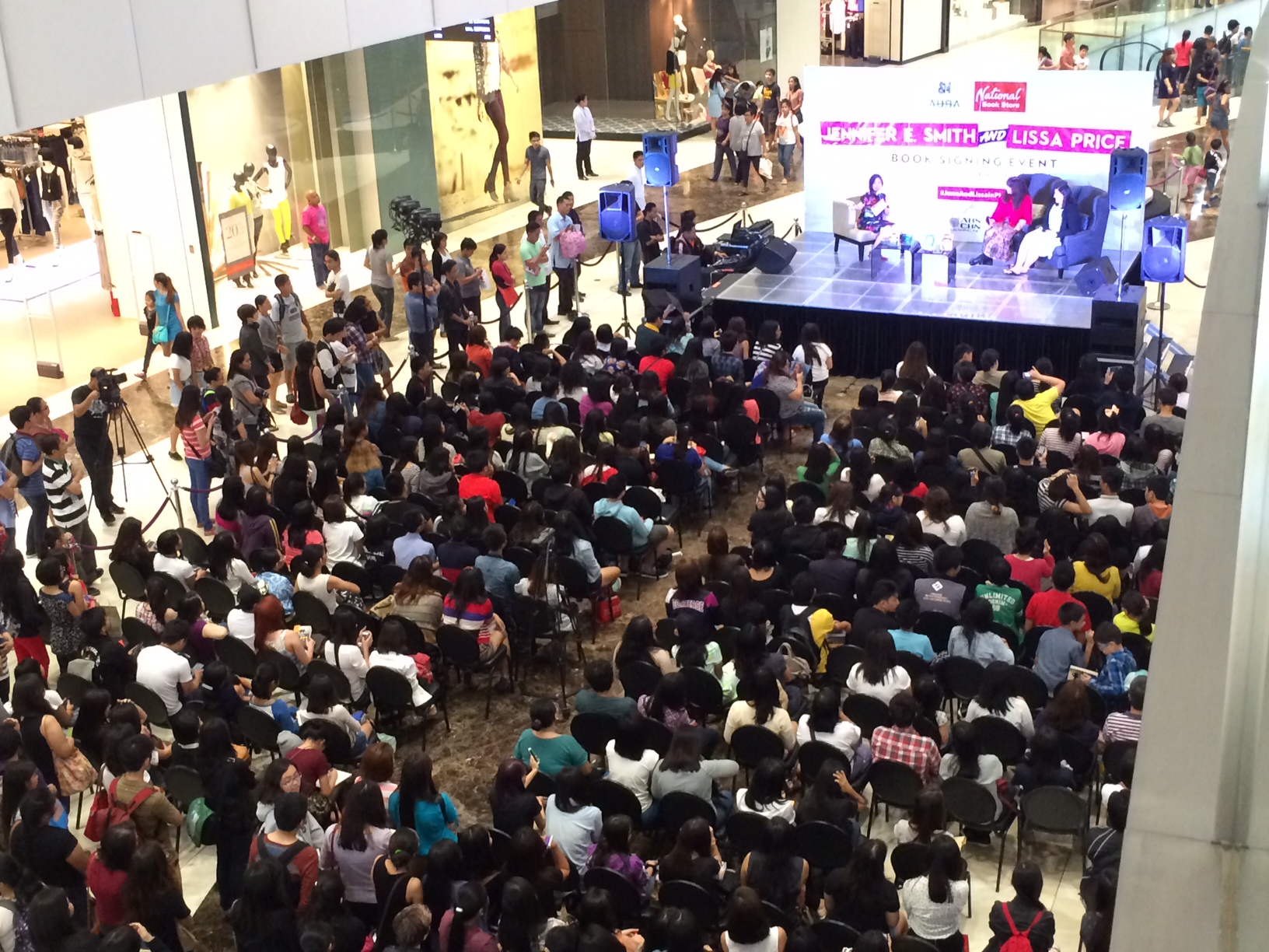 Panel Crowd